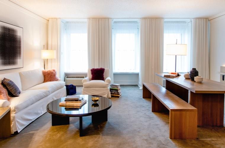 Ambassador Hotel Chicago - Deluxe King